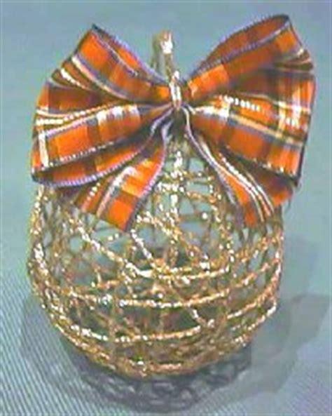 lade filo colorato come costruire le palline per l albero di natale