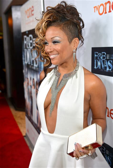 chante moore hair styles on r b diva what s with girls shaving the side of their heads in porn
