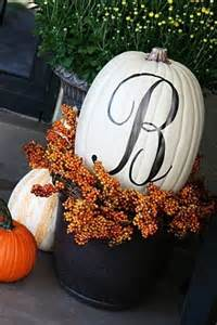 45 cute and cozy fall and halloween porch d 233 cor ideas 187 photo 19