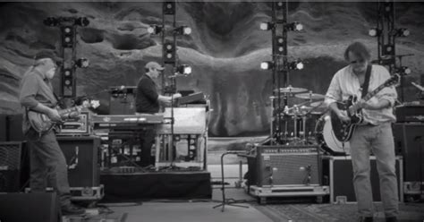 couch tour widespread panic pro shot widespread panic covers lean on me at red rocks