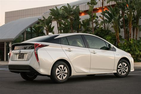2016 toyota prius drive review motor trend