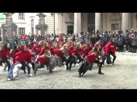 istituto a cairoli pavia pavia il flash mob cairoli contro la violenza sulle