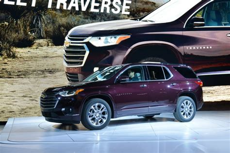 How Much Is A Chevrolet Traverse by 2018 Chevrolet Traverse Vs 2018 Buick Enclave Compare Cars