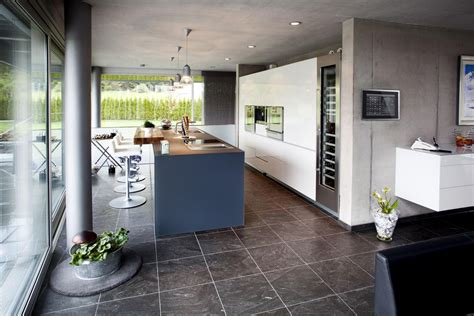 cuisine vin maison design avec un bardage m 233 tallique et du verre