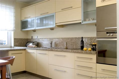 kitchen ideas with cream cabinets cream kitchens decorating ideas