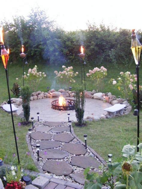 kleine feuerstelle im garten gartenwege mit natursteinen f 252 r hobbyg 228 rtner