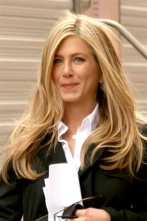 jennifer aniston natural hair color jennifer aniston blonde hairstyles 2018