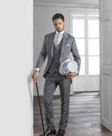 2015 Gentleman Grey Mens Suits Peaked Lapel Tuxedos One Button Mens Wedding Suits Cheap Grooms
