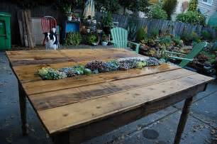 Pallet Patio Table by Another Diy Pallet Transformation Into Table