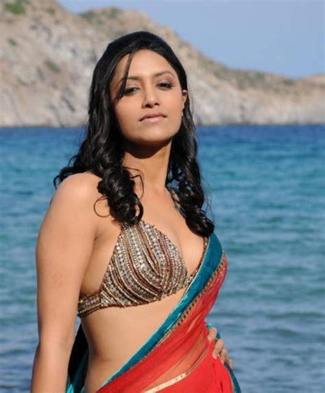 actress mamta mohandas kedi mamta mohandas hot spicy in saree pics stills photos