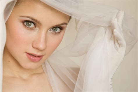 What's the Best Airbrush Makeup for Your Wedding?
