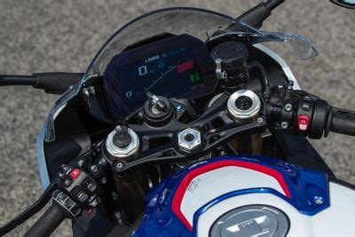 bmw   rr review  fast facts  barber