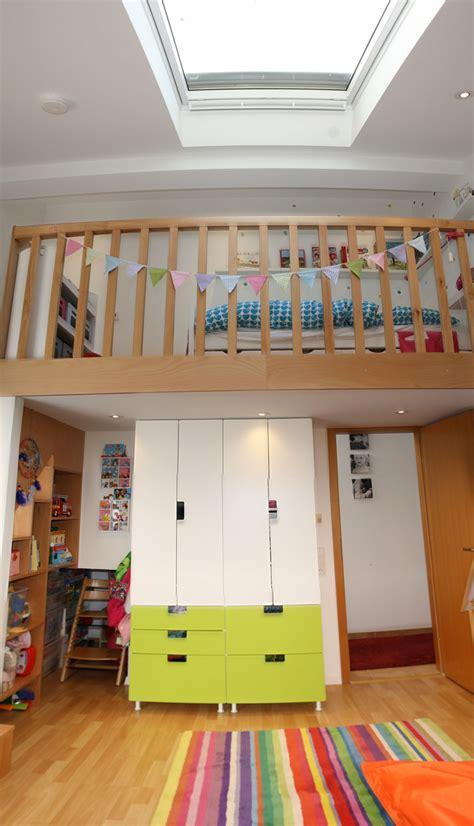 ikea kinderbett stuva umbauen umbau kinderzimmer einbau 2 ebene schlafebene hochbett