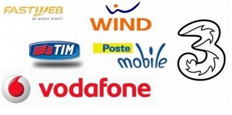 offerte compagnie telefoniche mobile le promozioni telefoniche per natale 2015 di vodafone tim