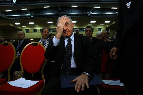 ufficio processo abuso d ufficio a processo la compagna di vincenzo de luca