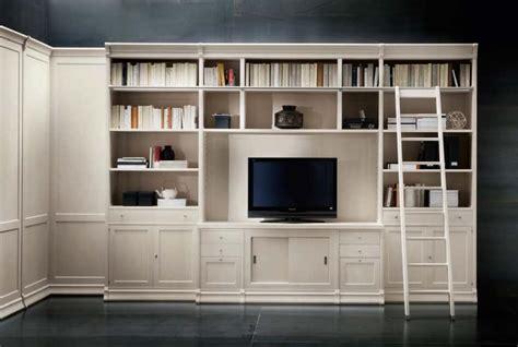 librerie per salotti libreria con vano tv e scaletta per uffici e salotti