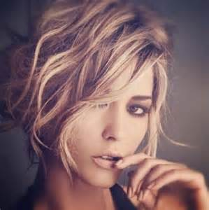 Short wavy haircuts for women trendy messy hairstyle source