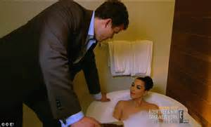 new girl bathtub episode new girl bathtub episode kim kardashian divorce kris