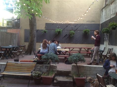 backyard bar brooklyn the ultimate brokelyn guide to brooklyn outdoor bars