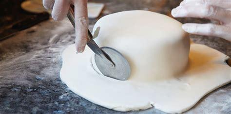 p 226 te 224 sucre pour d 233 coration de g 226 teaux facile rapide et pas cher recette sur cuisine actuelle