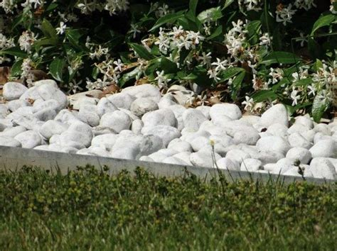 giardino sassi bianchi bordure per aiuole foto design mag