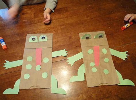 frog puppet pattern paper bag frog paper bag puppet kid crafts pinterest bags