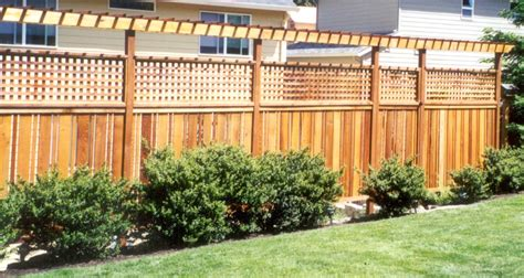 Fencing And Trellis 6 Ft X 8 Ft Spruce Ear Wood Fence Panel 49 09 Lowes