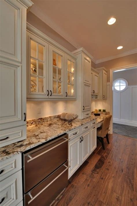 Cream Cabinet Kitchens by 25 Best Ideas About Cream Colored Cabinets On Pinterest