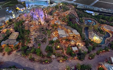 theme park facilities shanghai s disneyland images show inside china s new theme