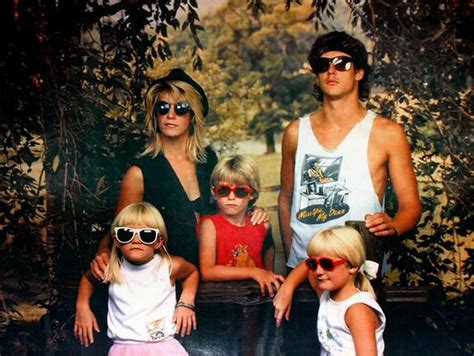 8 Funniest Families by Family Portraits