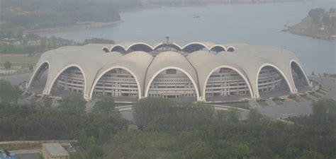 cuantas personas caben en el santiago bernabeu as 237 es el estadio m 225 s grande del planeta