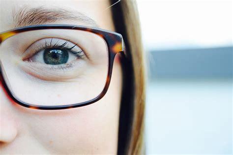 Mau Gaul Mau Sukses Pakai buat yang matanya normal dan nggak mau pakai kacamata coba 5 tips ini untuk mencegah mata minus
