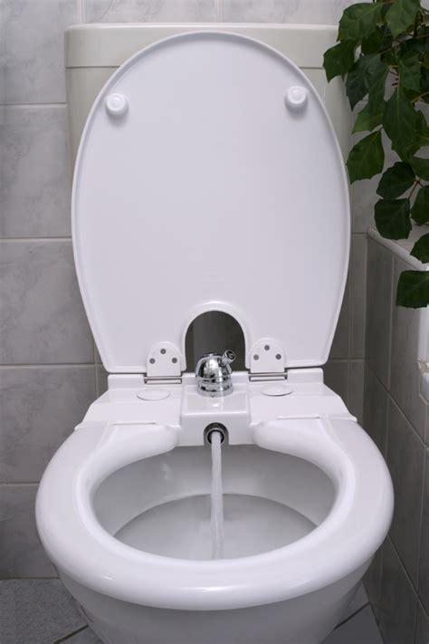 toilette mit wasserstrahl bidet wc sitz