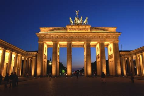 porte di brandeburgo e qui la festa eroi a brandeburgo notte sport