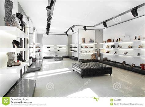 magasin de chaussures de luxe avec l int 233 rieur lumineux