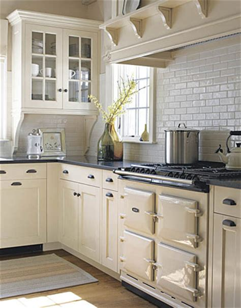 cream cabinets in kitchen barrie briggs spang oh kitchen cabinets what to do
