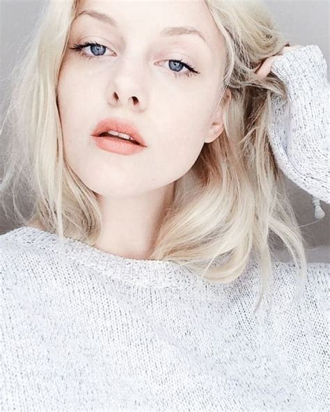 8 Perks Of Pale Skin by Best 25 Pale Hair Ideas On Blond Hair