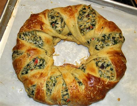 cresent roll christmas tree with spinach chicken crescent ring