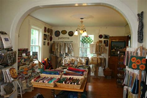 rug hooking mahone bay canadian maritimes crafts and culture travel2next