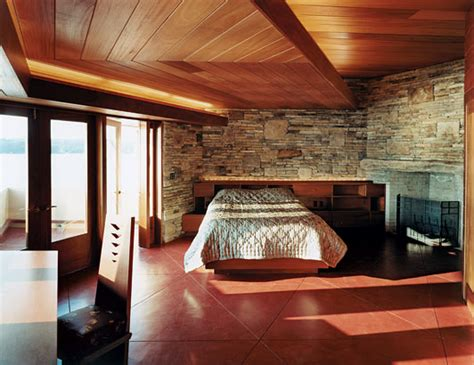 frank lloyd wright bedroom frank lloyd wright designed bedroom i loooove the stone wall and wood ceiling