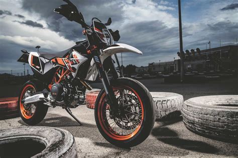 Ktm 690 Smcr 2014 Ktm 690 Enduro R And Ktm 690 Smc R Review Morebikes