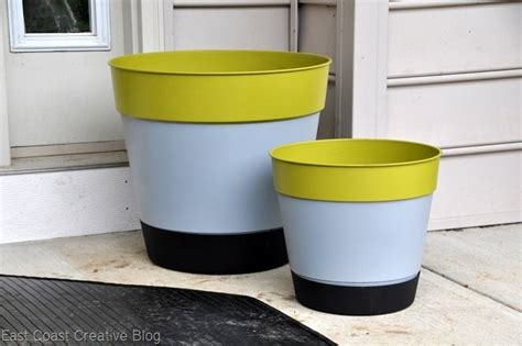 Spray Paint Plastic Planters by Painting Plastic Planters