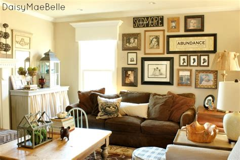 wall decor ideas for family room family room decorations daisymaebelle daisymaebelle