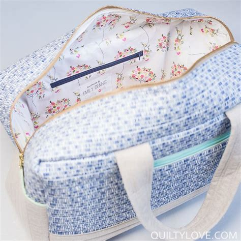 Line Pattern Bag cargo duffle bags plus a tutorial to sew in a lining