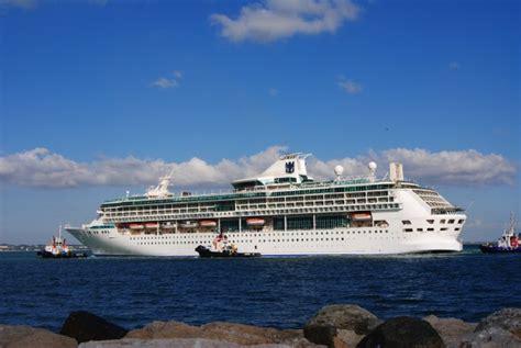 porto bari crociere foto nuova nave da crociera nel porto di bari 1 di 8