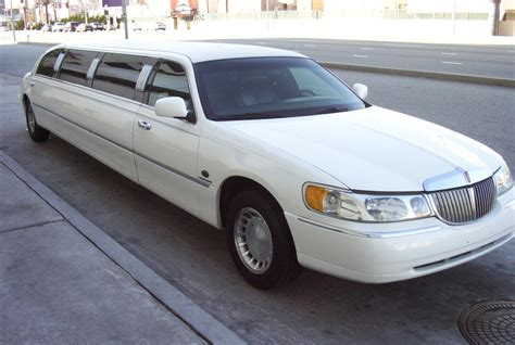 lincoln limo lincoln town car limousines for hire