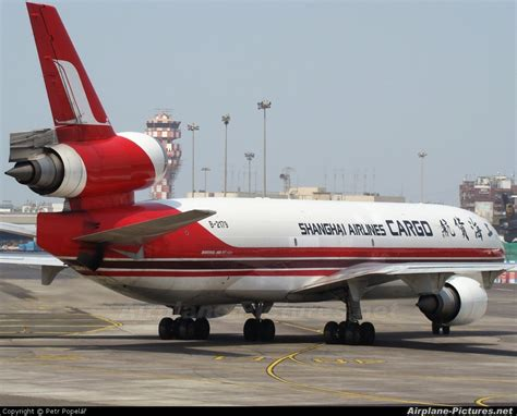 b 2179 shanghai airlines cargo mcdonnell douglas md 11f at mumbai chhatrapati shivaji intl