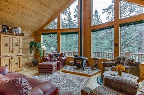 rustic living room  vaulted ceilings wall  windows