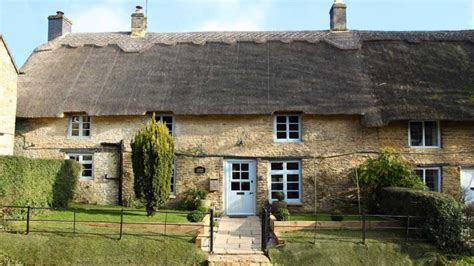Cottages In Cotswolds With Dogs by Boutique Retreats Friendly Cottage In The Cotswolds
