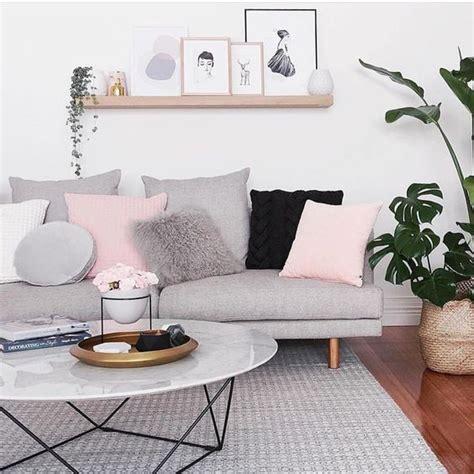 home design inspiration instagram foto sofa gris y cojines en rosa de miv interiores